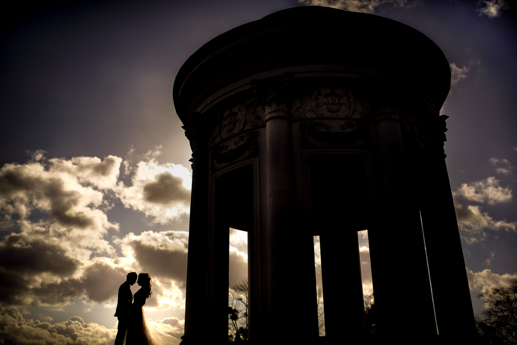 Brautpaar in Kassel in einer Silhouette